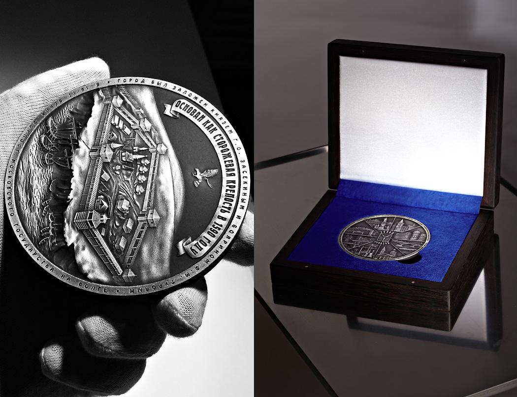 Подарок директору - Медаль «Город Саратов» футляр Венге