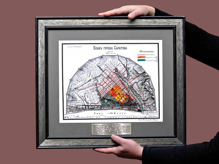 Старинная карта Саратова в массивной раме