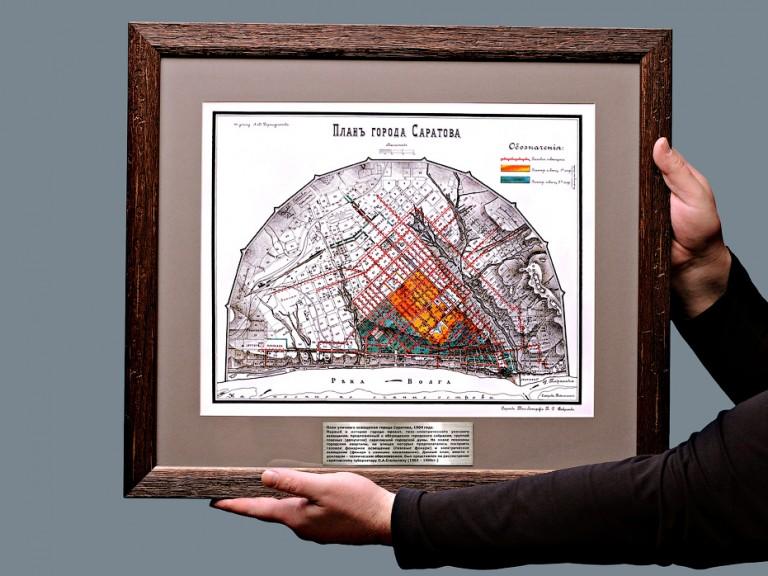 Старинная карта Саратова в винтажной раме