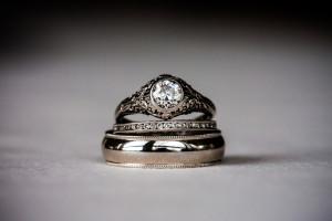 Дорогой подарок кольцо с бриллиантом